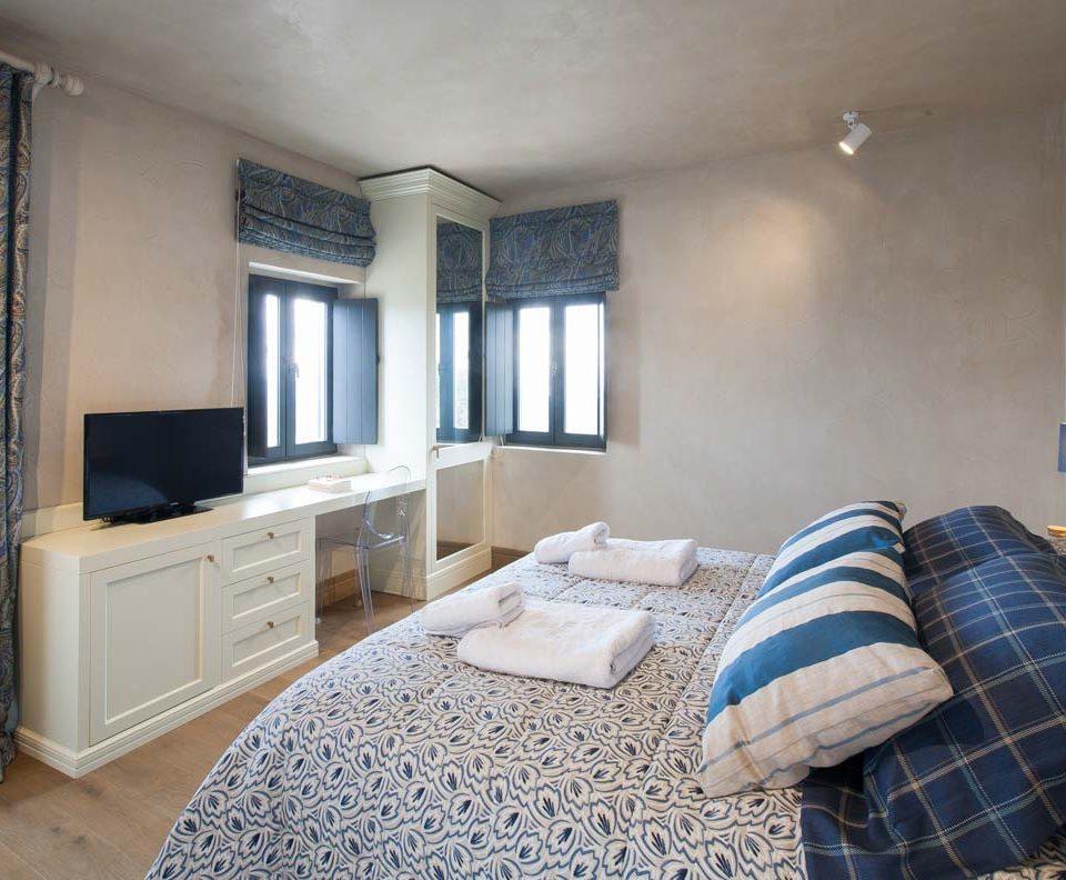alistos-hotel-room