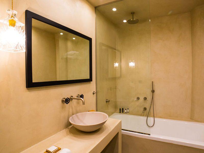 executive-room-bathroom