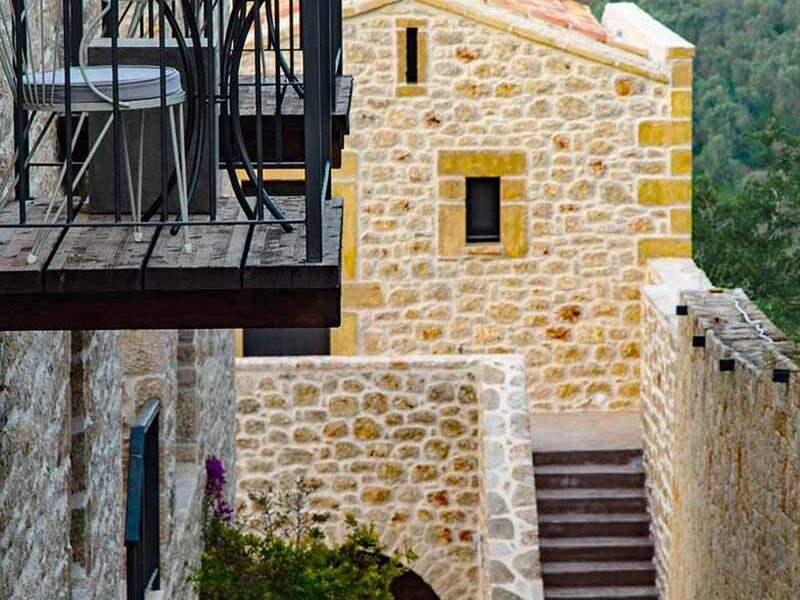 exterior-alistos-hotel-balcony