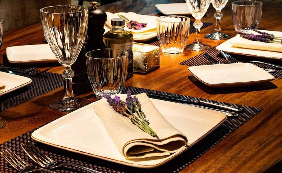 alistos-restaurant-table-setting