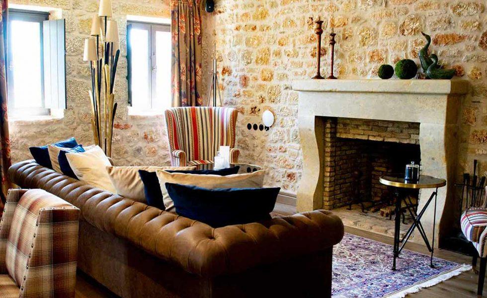 alistos-hotel-fireplace
