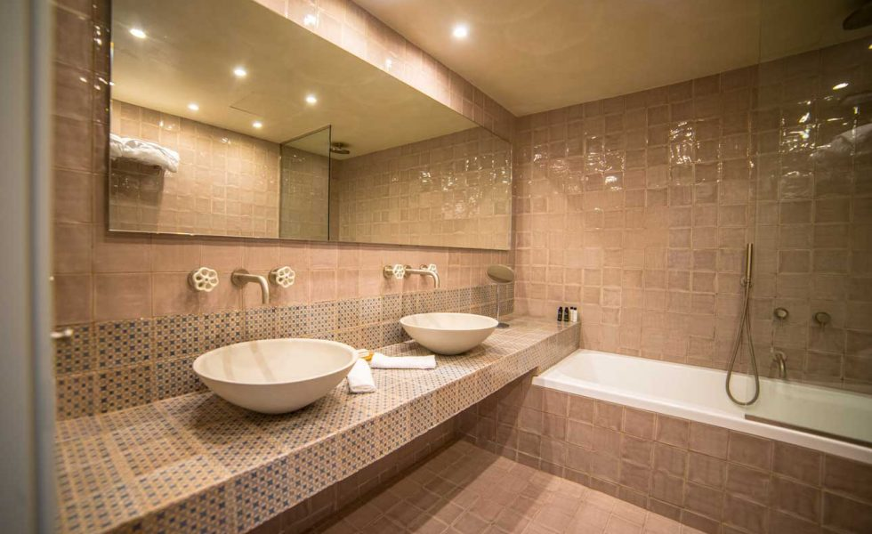alistos-hotel-bathroom