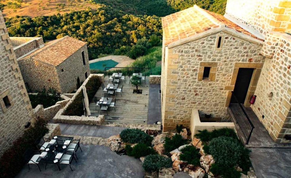 alistos-hotel-exterior-pool